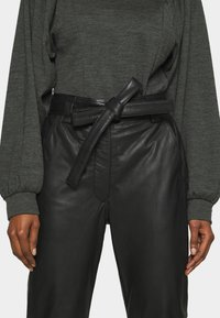 Second Female - INDIE TROUSERS - Leather trousers - caviar - 4