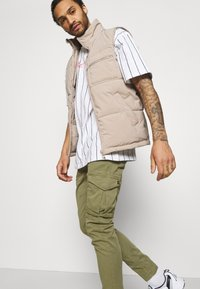Alpha Industries - JOGGER - Cargo trousers - olive - 3