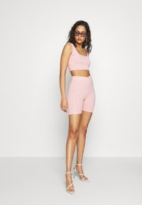 Missguided - CODE CREATE REFLECTIVE DETAIL CROP TOP SHORT - Top - pink - 1