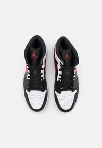 Jordan - AIR JORDAN 1 MID - Höga sneakers - black/chile red/white - 5