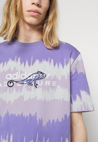 adidas Originals - UNISEX - Print T-shirt - light purple - 4