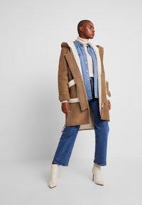 NORR - CLEO SHEARLING COAT - Winter coat - camel - 1