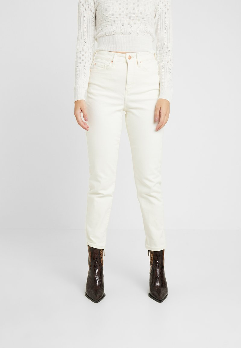 New Look Petite - WAIST ENHANCE MOM - Slim fit jeans - white