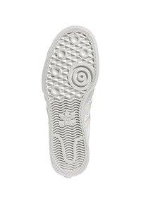 adidas Originals - NIZZA - Trainers - white - 4