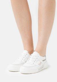 Gabor - Sneakers laag - weiß/bianco - 0