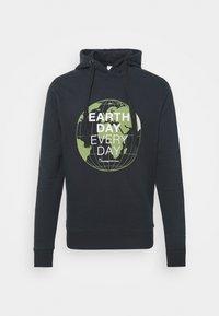 ELM EARTHDAYEVERYDAY GLOBE HOOD  - Sweatshirt - total ecplise