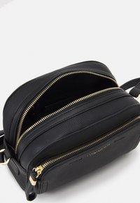 Forever New - LISA FRONT POCKET CROSSBODY BAG - Across body bag - black - 2