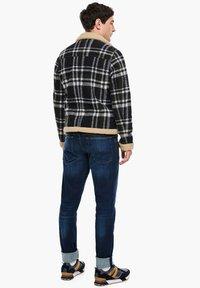 QS by s.Oliver - Blazer jacket - black check - 2
