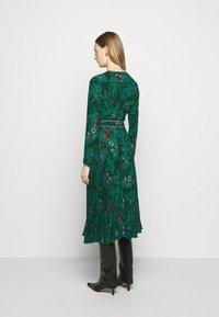Diane von Furstenberg - AMIYA - Vapaa-ajan mekko - multi/emerald - 2