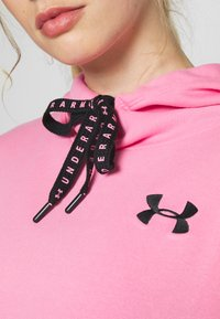 Under Armour - FLEECE HOODIE TAPED WM - Jersey con capucha - lipstick/black - 6