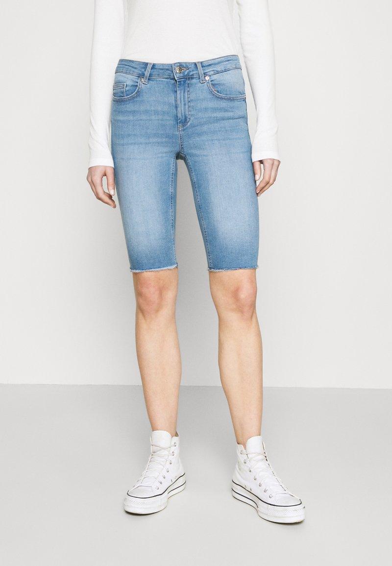 ONLY - ONLBLUSH WAIST LONG - Denim shorts - light blue denim
