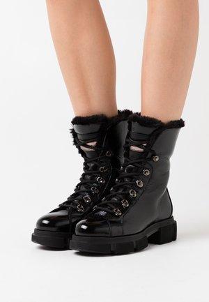 DEASY - Šněrovací kotníkové boty - nero