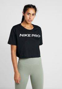 Nike Performance - DRY TEE PRO CROP - Print T-shirt - black/metallic silver - 0