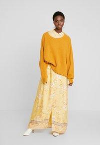 Mos Mosh - JESSY SUNNY DRESS - Maxi dress - jojoba - 1
