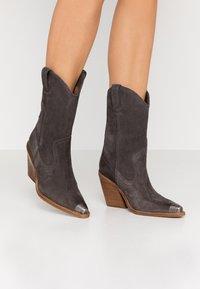 Bronx - NEW KOLE - High heeled boots - asphalt - 0