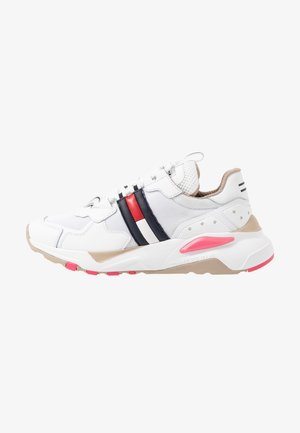 COOL RUNNER - Trainers - white/glamour
