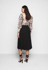 Vero Moda Curve - VMEY BELOW KNEE SKIRT - A-line skirt - black - 2