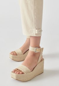 PULL&BEAR - Relaxed fit jeans - beige - 3