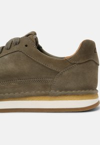 Clarks - CRAFTRUN LACE - Sneakers basse - olive combi - 6
