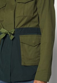 Scotch & Soda - TWO TONE FIELD JACKET  - Lehká bunda - green - 5