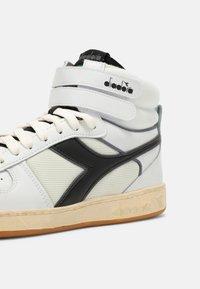 Diadora - MAGIC MID ICONA UNISEX - Sneaker high - white/black - 6