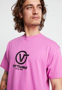 Vans - DISTORT PERFORMANCE  - T-shirt med print - rosebud - 4