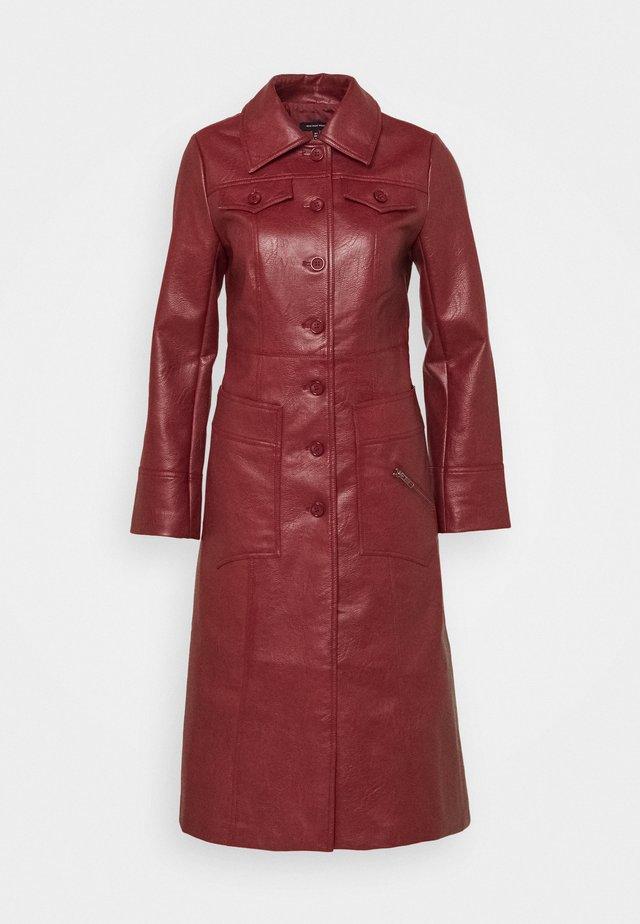 BUTTON FRONT 70S COAT - Cappotto classico - garnet