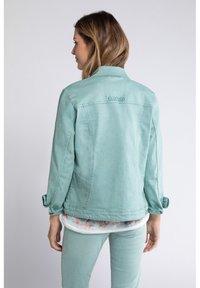 GINA LAURA - GINA LAURA DAMEN, ÄRMEL-STICKEREI, TRENDFARBE 728613 - Denim jacket - helles smaragd - 1