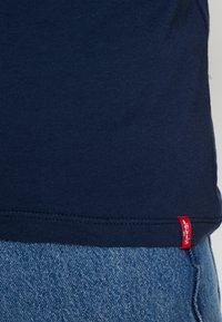 Levi's® - CREWNECK 2 PACK - T-shirt med print - blues/white - 5