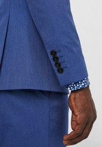Selected Homme - SLHSLIM MYLOLOGAN SUIT - Oblek - insignia blue - 10