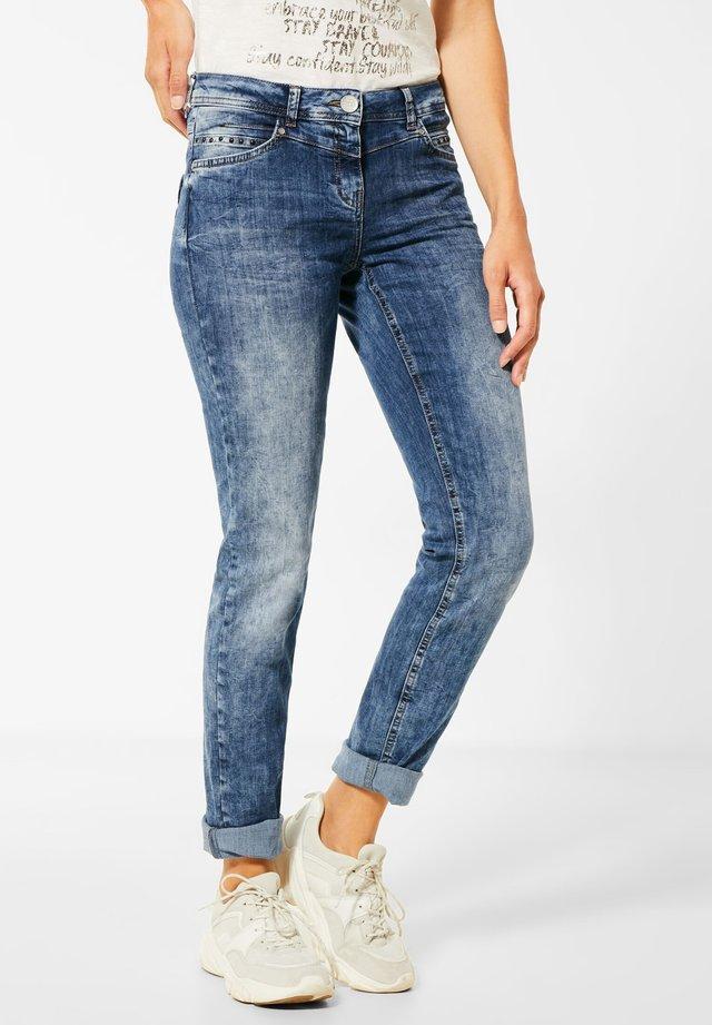 DENIN MIT TASCHENDEKO - Relaxed fit jeans - blau