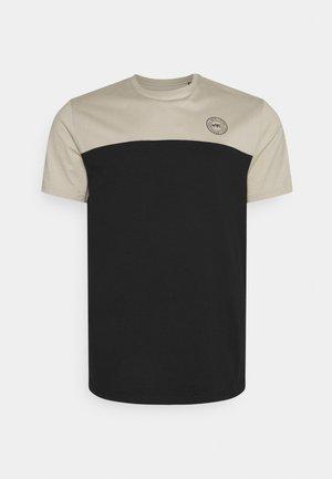 NEW YORK LONGLINE SCOOP TEE - Print T-shirt - putty