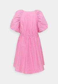 Gestuz - SCARLETT DRESS - Vapaa-ajan mekko - cashmere rose - 1