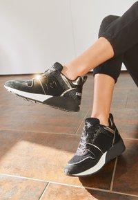 Replay - HENLEY - Sneakers basse - black - 4
