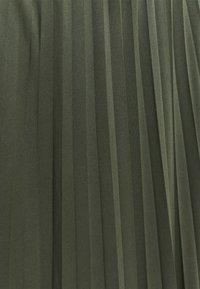 mine to five TOM TAILOR - SKIRT MODERN PLISSEE - Maksihame - deep leaf green - 2
