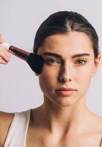 ZOË AYLA - 12 PIECE BRUSH SET TRAVEL CASE - Make-upkwastje - white/rose gold - 3