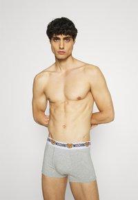 Moschino Underwear - TRUNK 2 PACK - Underbukse - gray melange - 0