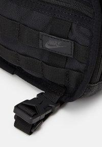 Nike Sportswear - UNISEX - Ledvinka - black - 5