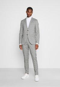 Selected Homme - SLHSLIM KYLELOGAN - Completo - light gray - 0