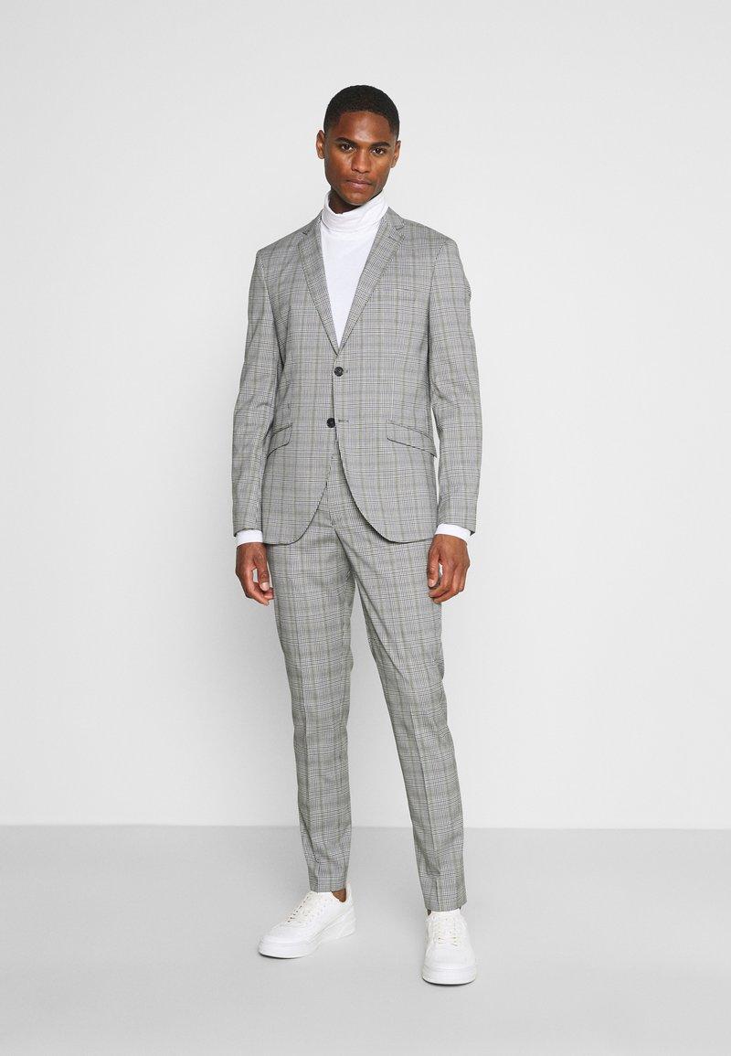 Selected Homme - SLHSLIM KYLELOGAN - Completo - light gray