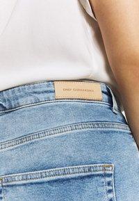 ONLY Carmakoma - CARENEDA LIFE  - Jeans Skinny Fit - light blue denim - 5