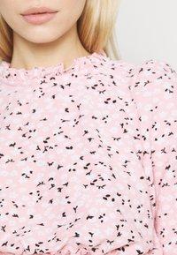 Miss Selfridge - FOCHETTE RUFFLE NECK - Print T-shirt - pink - 4
