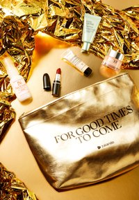 MAC - FOR GOOD TIMES TO COME: EXCLUSIVE BEAUTY KIT - Skincare set - mixed - 8