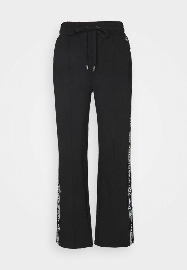 LOGO TAPE TRACK  - Pantalones deportivos - black