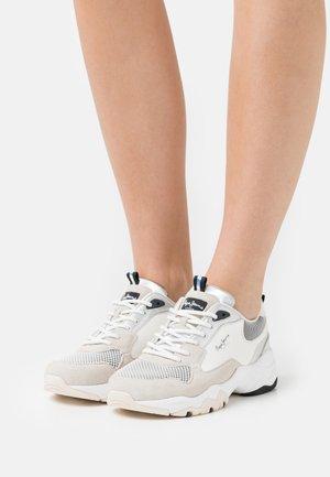 SLOANE BASS - Trainers - white