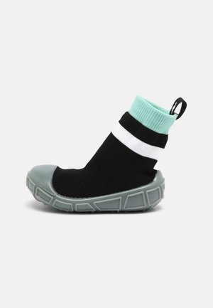 SOCKS IN A SHELL UNISEX - Babyschoenen - black