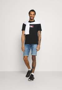 Tommy Jeans - RONNIE RELAXED - Jeansshorts - blue denim - 1