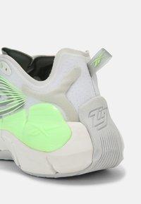 Reebok Classic - ZIG KINETICA II UNISEX - Sneakersy niskie - grey/neon green - 6