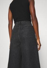 Gestuz - DACYGZ  - Denim shorts - dark black - 4