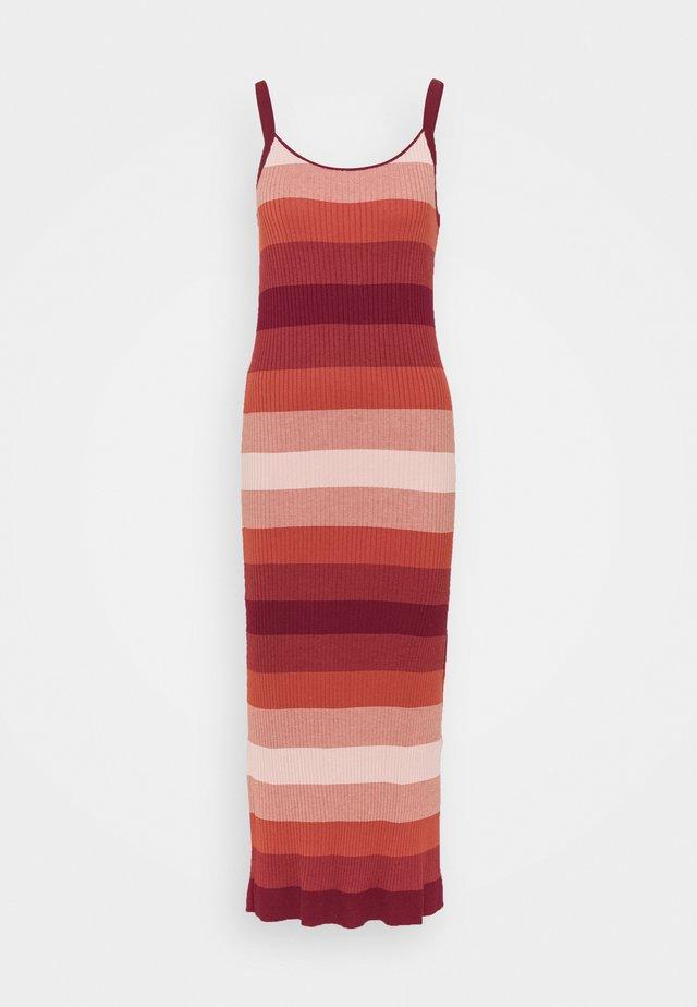 STRAPPY COLUMN OMBRE - Vestito lungo - pink multi